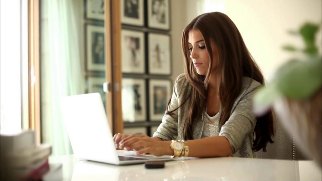 Работа для девушек в интернете веб работа в автосалоне девушка в москве