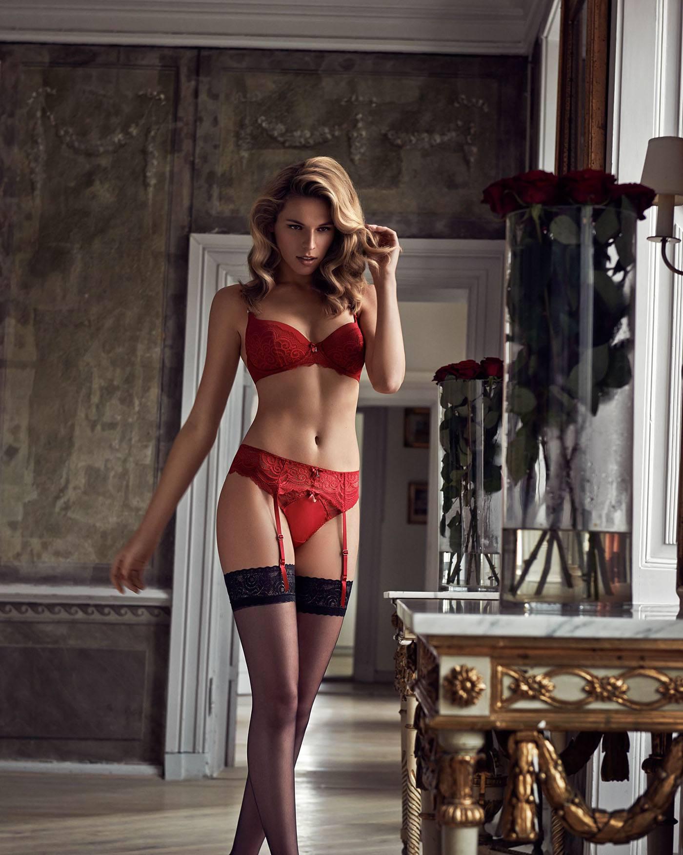 Женское красное белье с чулками ямагучи массажеры yoki