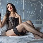 Женские высокие чулки: виды моделей и как правильно выбрать